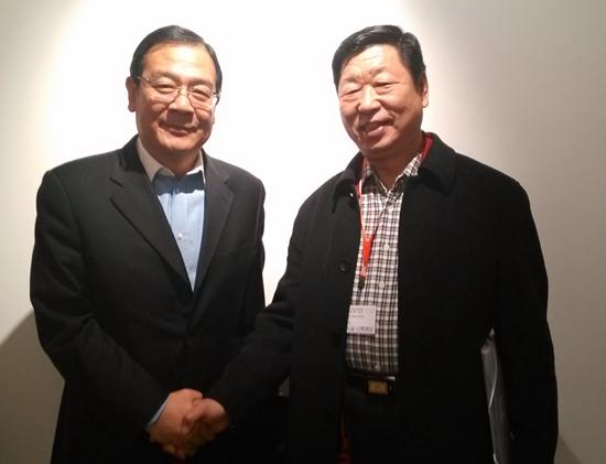 驻法使馆领导和赵老师合影.jpg